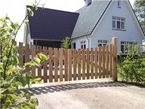 Houten hek voor huis