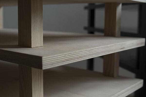 Meubels van hout gemaakt