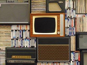 vintage interieur met TV en stereo