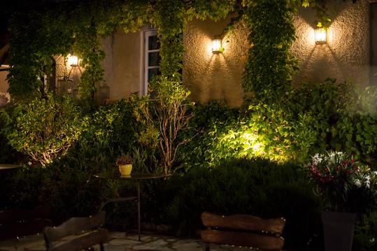 wandlampen in de tuin