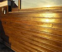 Geschilderde houten gevel buiten