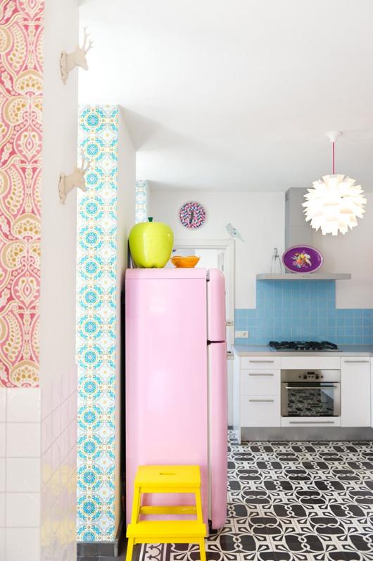 Keuken met retro koelkast